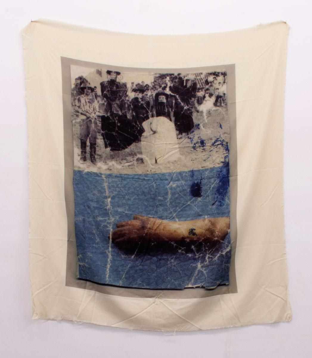 UNA IMPOSTURA (B), 2015. Impresión textil sobre twill de algodón inglés y madera de pino. 153 x 139 x 5 cm